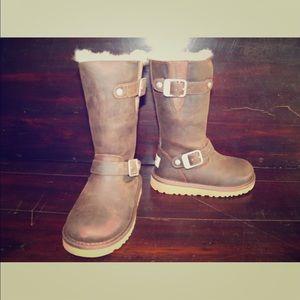 New UGG Kids Kensington Toast Leather Buckle Boots